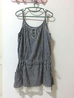 🚚 蕾絲格子洋裝-黑白