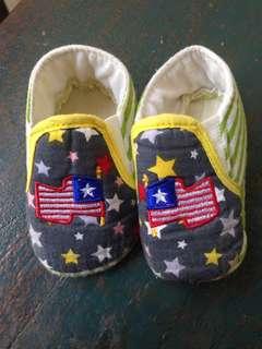 Sepatu baby garis