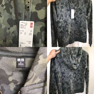NWT Uniqlo camouflage hoodie size small