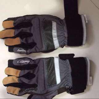 Loaded slide gloves