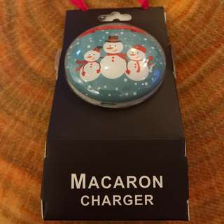 Lovely snowmen Portable charger