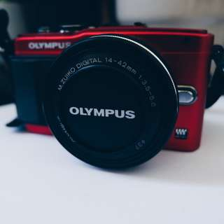 Olympus Pen Lite E-PL6 (with 14-42mm Lens + 16GB SD Card)