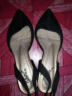 Sepatu hitam size 40