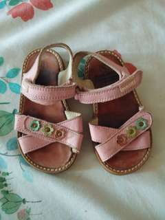 sandals (size 21 can fit to 2yrs old)