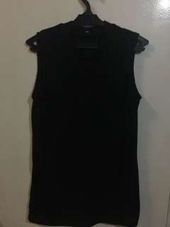 Black sleeveless turtleneck top S-M