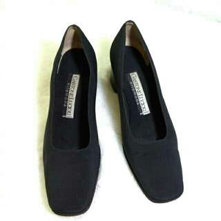 Sepatu hitam Gastone Lucioli