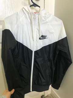 As new Nike Size M Windbreaker