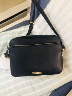 Calvin Klein Sling Bag  Style# H8DE18HY color: black/gold
