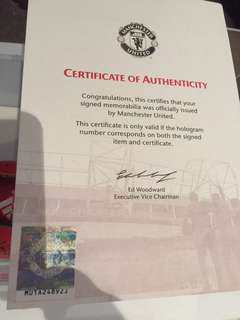 Certificate of authenticity with signed shoe Manchester United