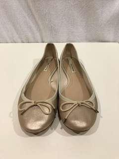 🚚 Massimo Dutti | 金色小羊皮芭蕾舞鞋38號 | 二手