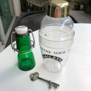 🚚 Vintage set of 3 alcohol premiums