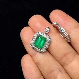 🚚 N年賣不衰的款 耐看款型 主石顏色 好看了 18K金鑲祖母綠戒指 主石2.35ct金重5.35g鑽石85.2份  附贈證書和精美盒子 支持全國複檢