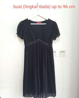 black dress fit to L