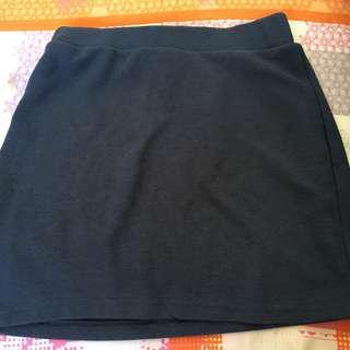 Blue knitted elastic skirt.