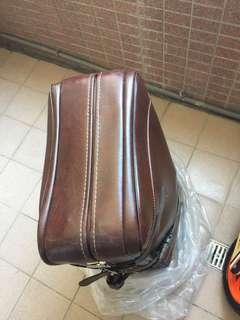 🚚 皮質行李箱