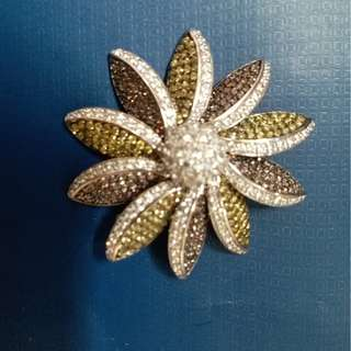 ARTĒ rhodium plated Flower brooch
