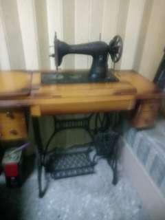 古董全腳踩裁縫機