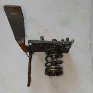 Iswara front bonet lock
