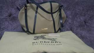 Preloved authentic burberry tote bag
