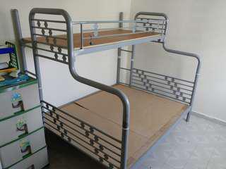 Queen + Single bunk bed