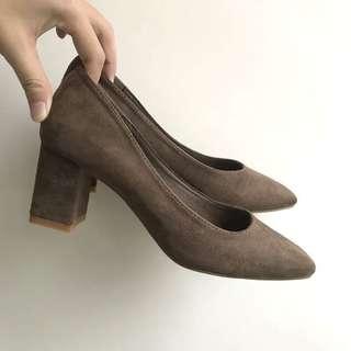 🚚 (僅試穿) 方頭氣質麂皮低跟鞋