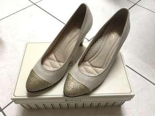 🚚 Fair Lady 金蔥圓頭高跟鞋 米白色