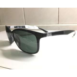 Brand New Auth. Ray Ban RB4215 601/71 Black