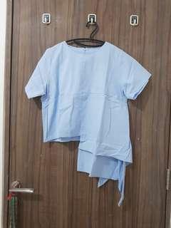 Baju asimetris biru