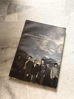 """TVXQ """"O"""" Concert Book"""