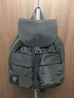 正版 mizzue 黑色尼龍拼接皮革翻蓋雙前口袋實用後背包