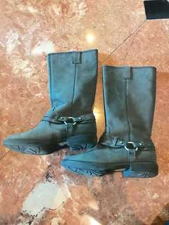 Kenneth Cole Gray Boots size 7