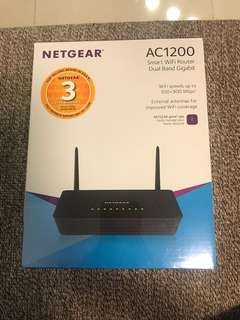 Brand New NETGEAR dual band Wireless Router R6220
