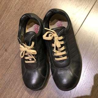 Camper 黑色 皮鞋 36號