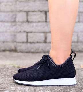 🚚 台灣製🇹🇼LE MOMENT編織透氣輕量鞋運動鞋慢跑鞋