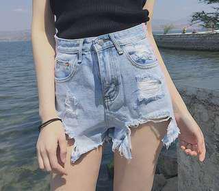 🚚 (全新免運)韓版滾邊修身刷破高腰牛仔短褲
