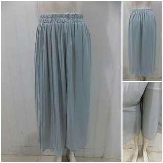Celana panjang biru pastel