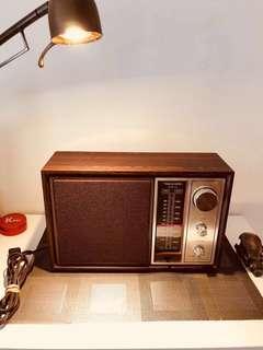 🚚 美國古董收音機 完美正常 收訊非常好