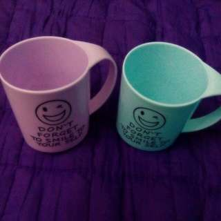 2 Plastic Cups, Purple And Blue