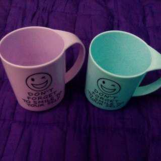 #99 SALE 2 Plastic Cups, Purple And Blue