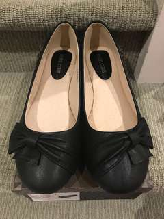 Women's black flats with bow