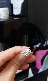 卡裝鑽石戒指