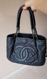 Chanel Zip around