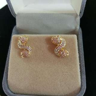 Brand new 14k yellow gold diamonds earrings