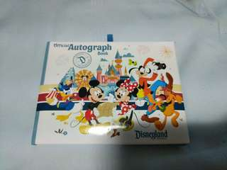 🚚 Disneyland California autograph book