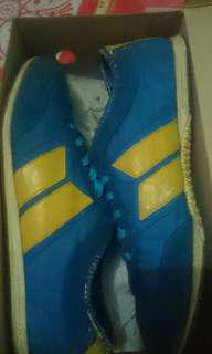 Macbeth retro blue yellow