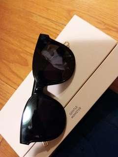 GM 太陽眼鏡正品貨,零售鋪約賣$1650左右,全包裝齊,連盒,眼鏡布,介紹card,証書(詳情請睇圖片作參考)
