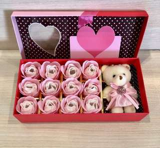 🎁Handmade flower soap roses gift box 🎁IDEAL GIFT FOR VALENTINE'S DAY/BIRTHDAY/ANNIVERSARY/MOTHER'S DAY 🎁 12 stalks of scented roses 🌹+ a cutie bear *FREE greeting card upon request*