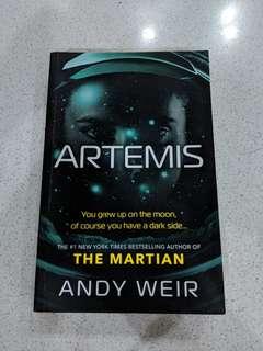 Andy Weir- Artemis MUST READ