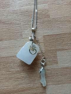 🚚 天然翡翠白冰鎖扣項鍊