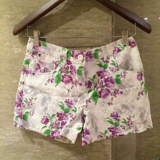 Short pants white flowery